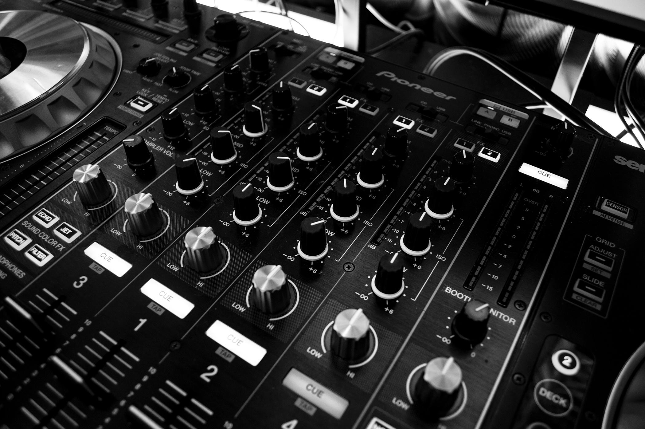 SYDNEY WEDDING DJS